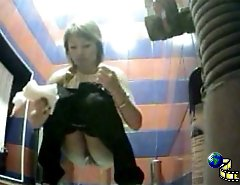 Watch girls pee and wipe slits in spycammed toilet