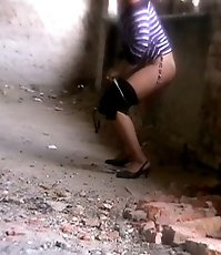 Voyeur view of a lovely chick doing a piss selflessly